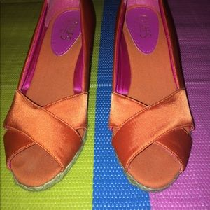 💕Chaps Dekoda Open Toe Wedges💕Satin Orange💕7.5B